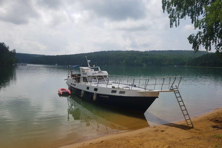 Яхта Монарх